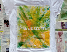 "T-SHIRT ""FINGERS CROSSED"""